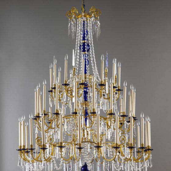 Art. 149/54 • Lampadario artistico Luigi XVI, bronzo dorato e cristallo blu • Ø 150, H 180
