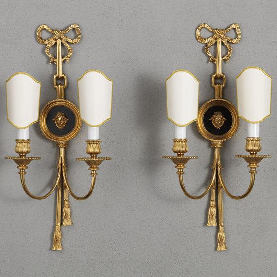 Art. A99/2 • Applique Luigi XVI, bronzo dorato e smaltato • L 25, H 55